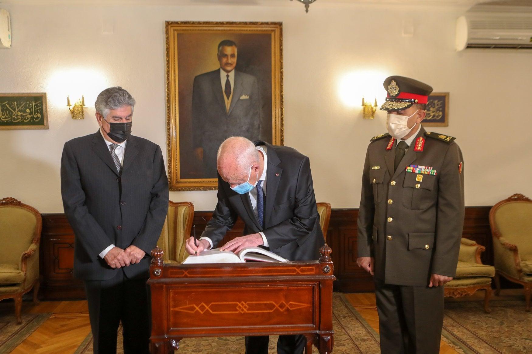 الرئيس التونسى يزور قبر الرحل جمال عبد الناصر