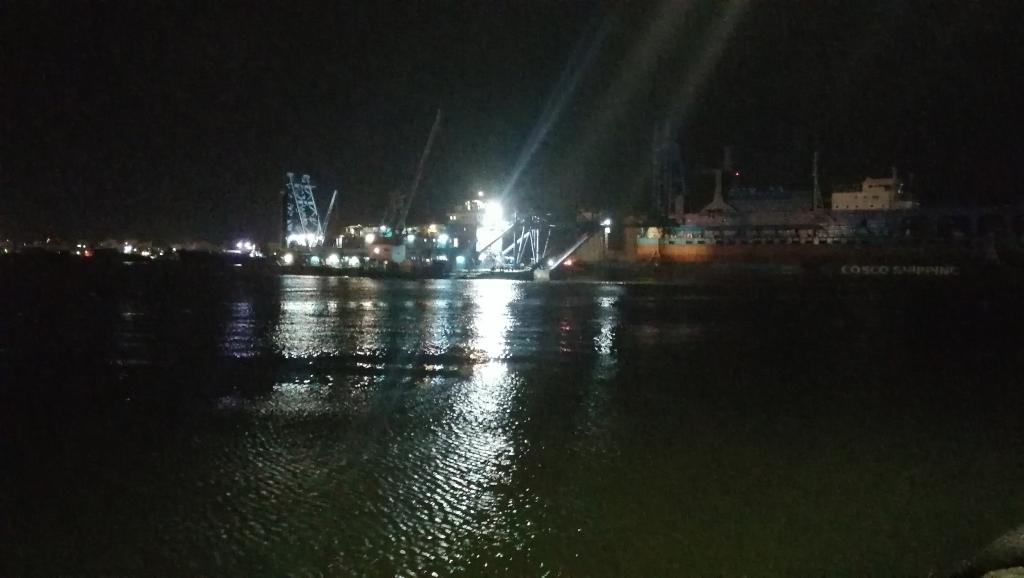 السفينة تعبر قناة السويس ببورسعيد