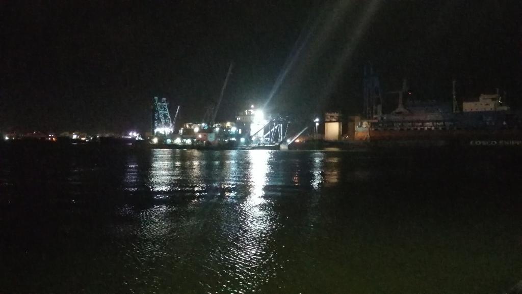 عبور السفينة لقناة السويس