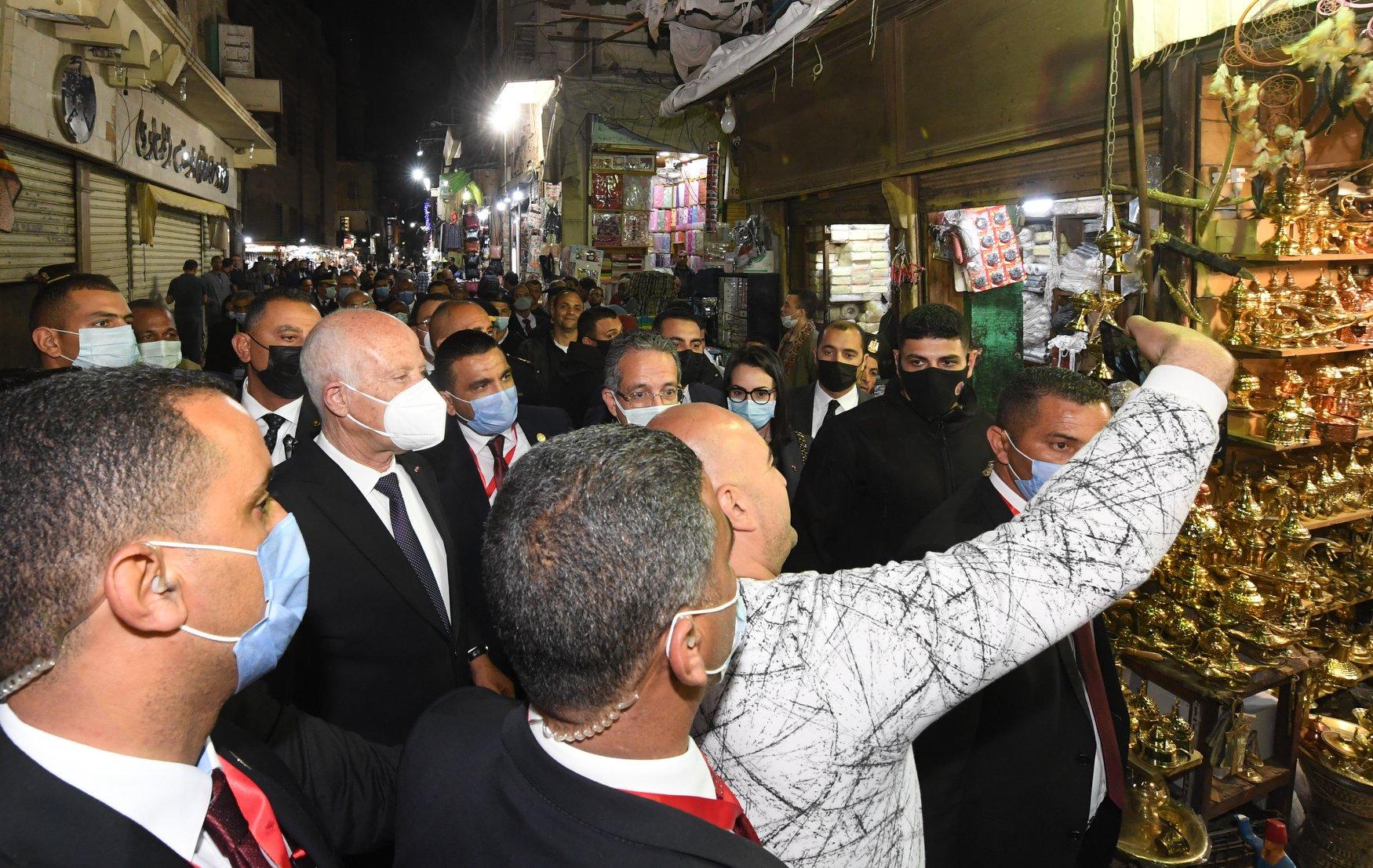 سيلفى مع الرئيس التونسى