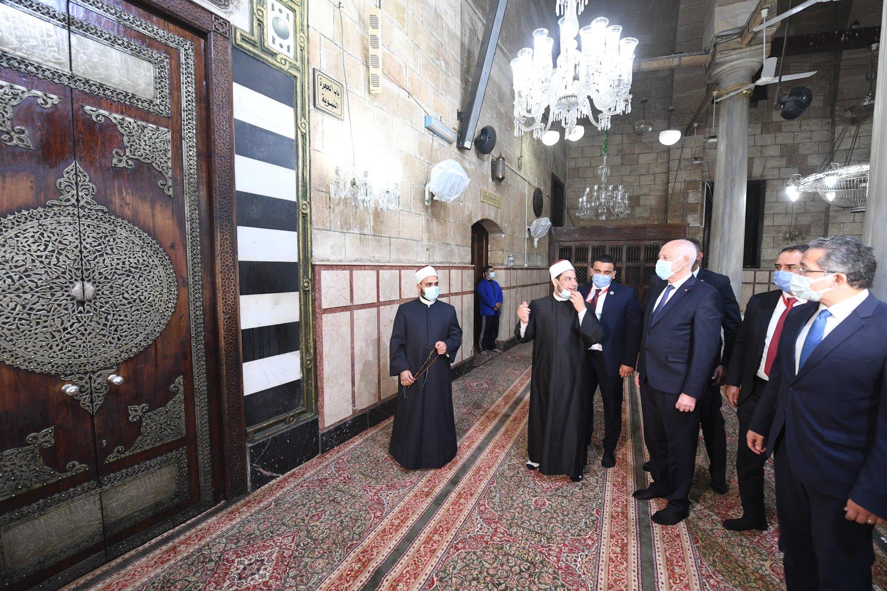 الرئيس التونسى فى الحسين (6)
