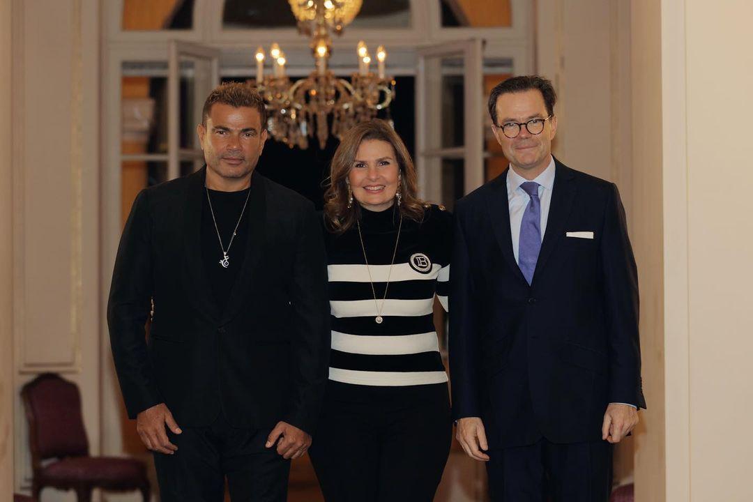عمرو دياب مع سفير فرنسا ويسرا