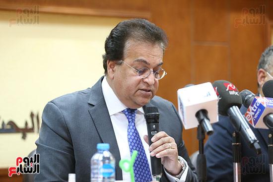 وزير التعليم العالى  الدكتور محمود صقر رئيس أكاديمية البحث العلمى  (9)