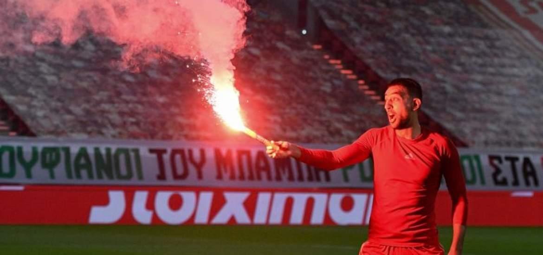 احتفال نجوم اولمبياكوس بلقب الدوري اليوناني (1)