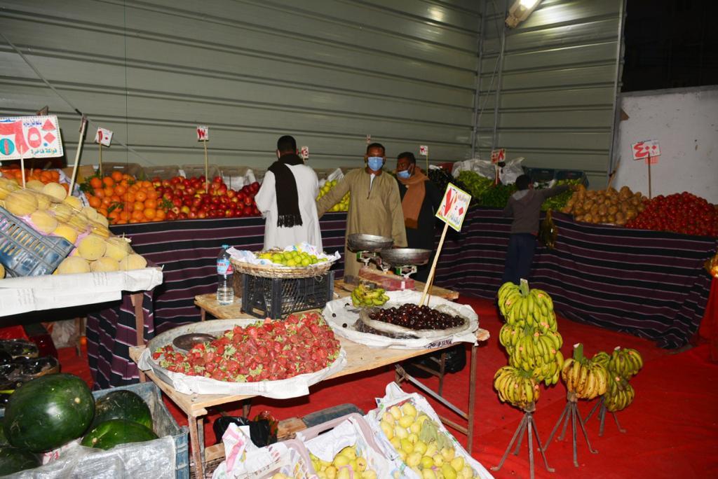سوق للخضروات داخل المعرض