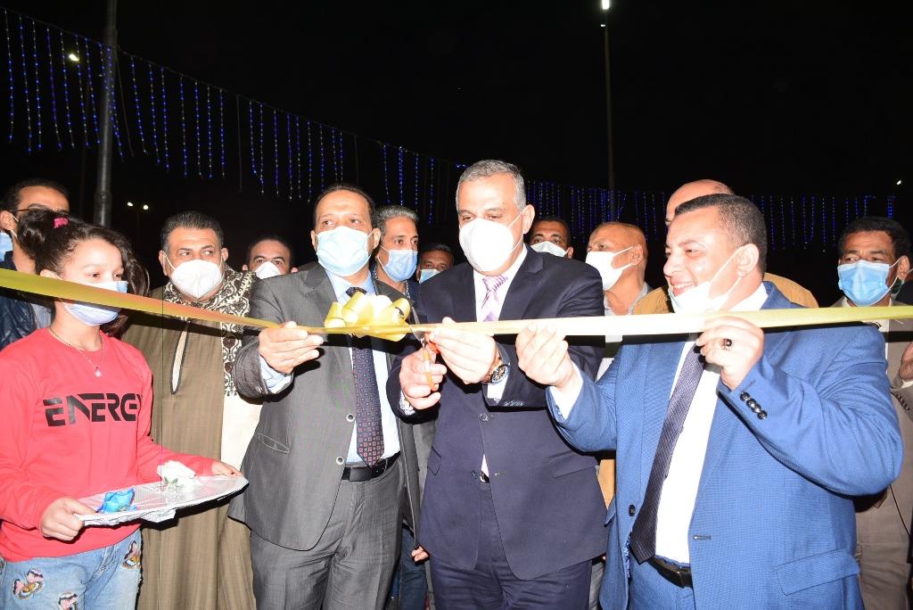 المحافظ يفتتح معرض اهلا رمضان بمدينة ناصر (1)