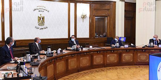 رئيس الوزراء يستعرض إجراءات منظومة الرقم القومي الموحد للعقارات (4)