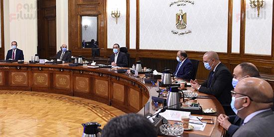 رئيس الوزراء يستعرض إجراءات منظومة الرقم القومي الموحد للعقارات (2)