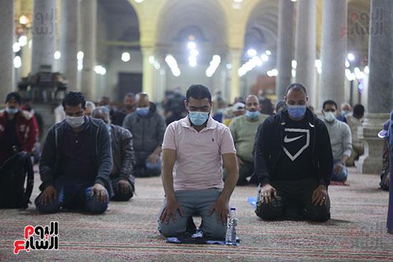 مصريون يؤدون أول صلاة تراويح لشهر رمضان 2021 فى ظل استمرار فيروس كورونا (3)
