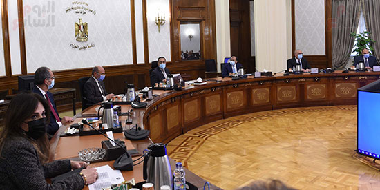 رئيس الوزراء يستعرض إجراءات منظومة الرقم القومي الموحد للعقارات (7)