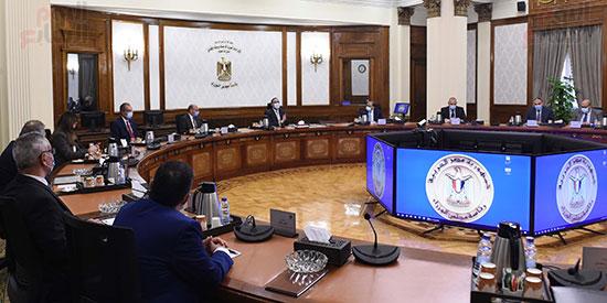 رئيس الوزراء يستعرض إجراءات منظومة الرقم القومي الموحد للعقارات (1)