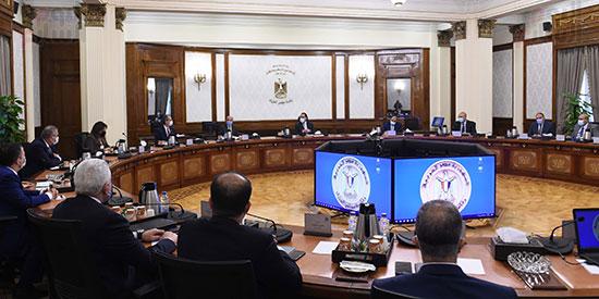 رئيس الوزراء يستعرض إجراءات منظومة الرقم القومي الموحد للعقارات (5)