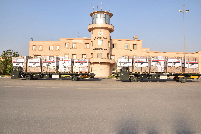 مصر ترسل مساعدات طبية للأشقاء فى دولة ليبيا (1)