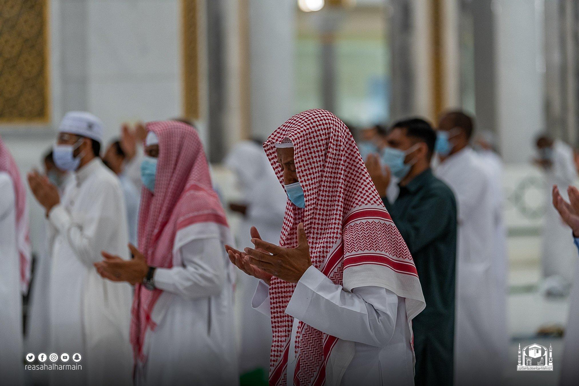 الصلاه بالمسجد الحرام