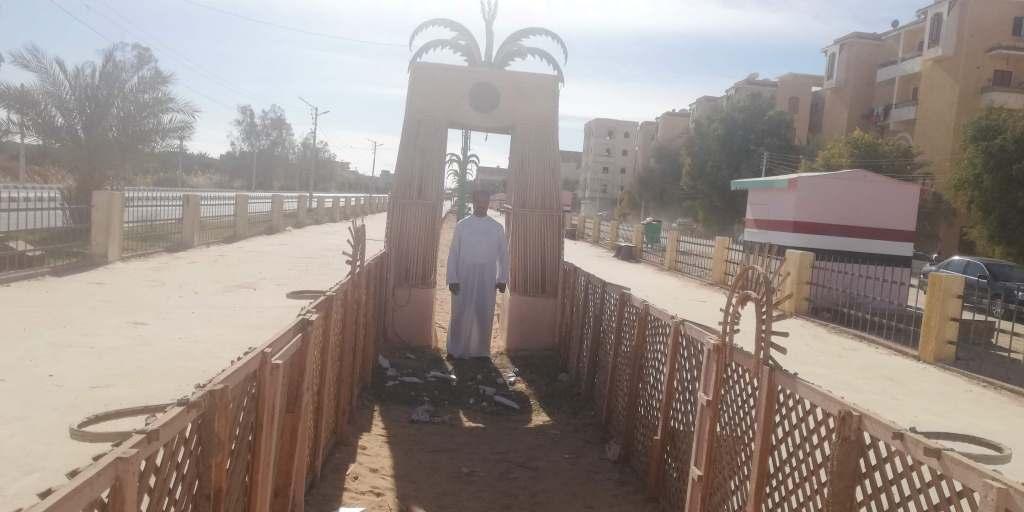 سياجات ممشى سياحى مصنوع من جريد النخيل فىا لوادى الجديد (4)