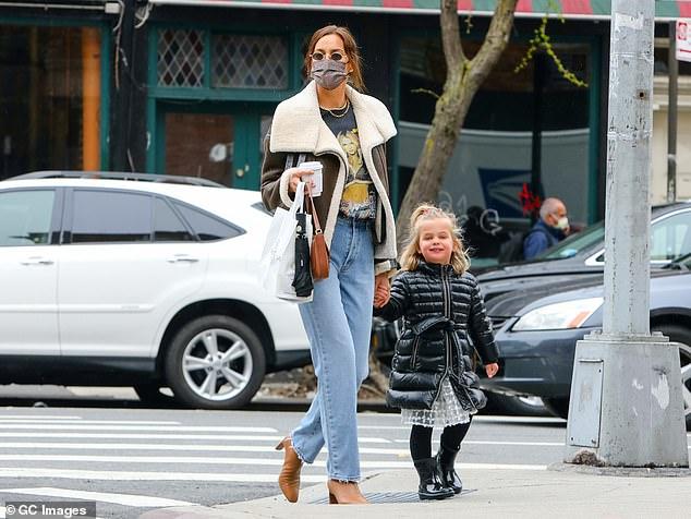 جولة إيرينا شايك مع ابنتها