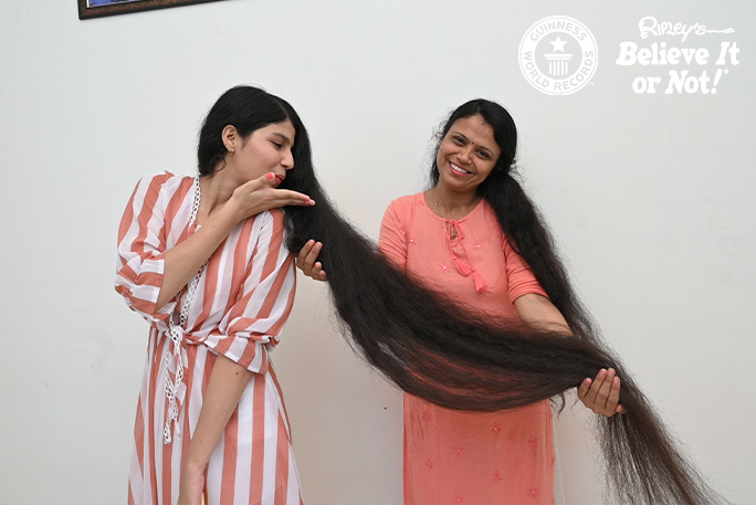 صاحبة اطول شعر بالعالم (4)