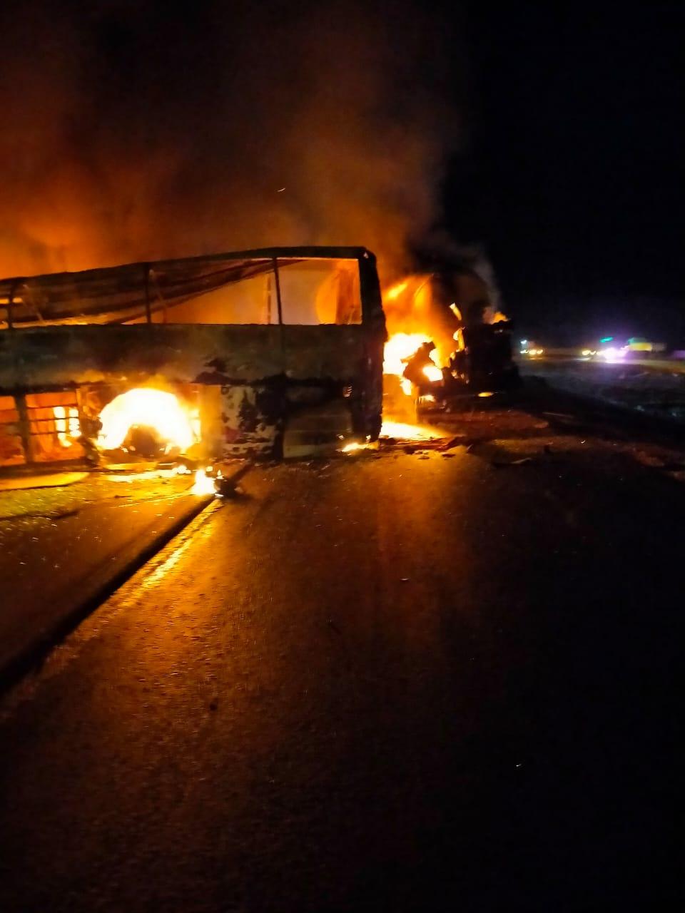 تفحم أتوبيس على طريق أسيوط الصحراوى  (2)