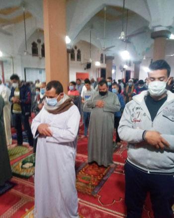 جانب من الالتزام بالمساجد