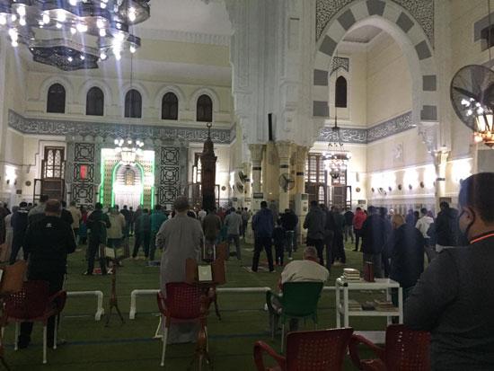 صلاة-التراويح-من-مسجد-أبو-بكر-الصديق-أقدم-وأكبر-مساجد-الإسماعيلية-(3)