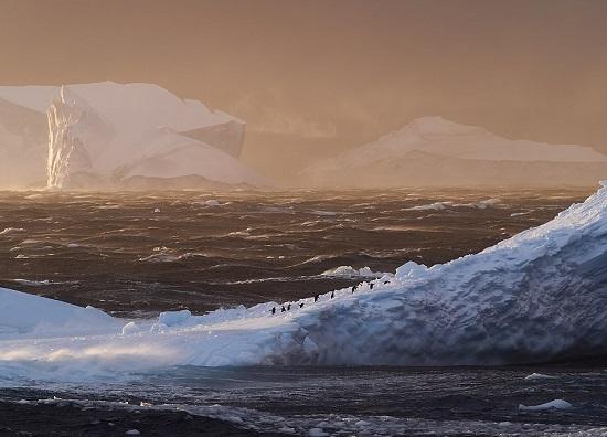 التقط ديفيد مانتريب هذه الصورة  للغلاف الجوي  في القطب الجنوبي