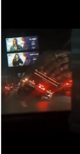 حادث انقلاب سيارة نقل على طريق سريع