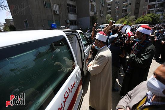تشييع جثمان الكاتب الصحفى الراحل مكرم محمد أحمد (9)