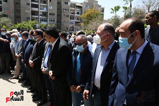 تشييع جثمان الكاتب الصحفى الراحل مكرم محمد أحمد (8)
