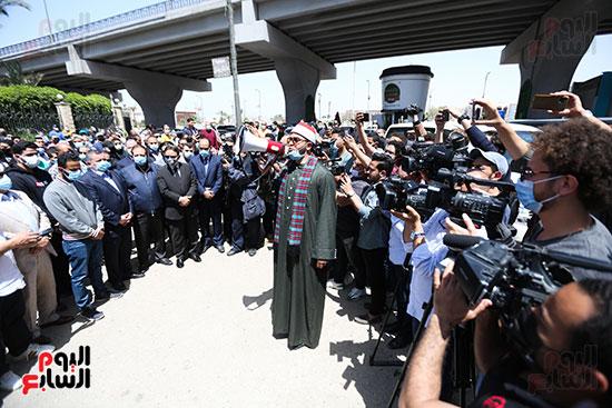 تشييع جثمان الكاتب الصحفى الراحل مكرم محمد أحمد (7)