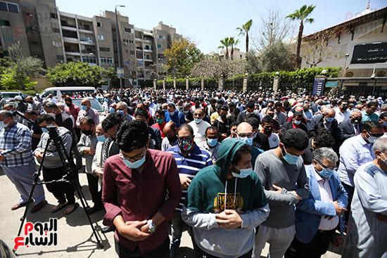 تشييع جثمان الكاتب الصحفى الراحل مكرم محمد أحمد (11)