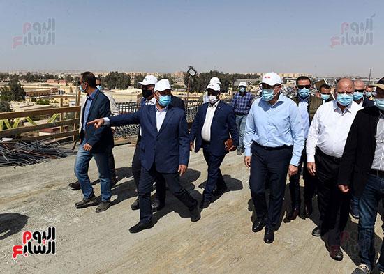 رئيس الوزراء يتفقد أعمال تطوير الطريق الدائرى (12)