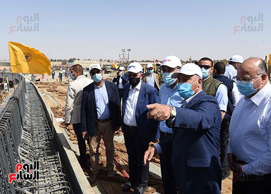 رئيس الوزراء يتفقد أعمال تطوير الطريق الدائرى (9)