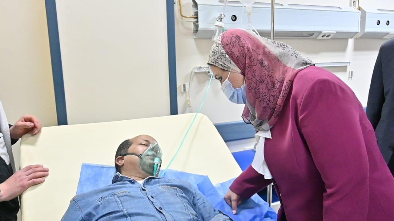 وزيرة التضامن تزور مصابى حادث قطار بنها  (3)
