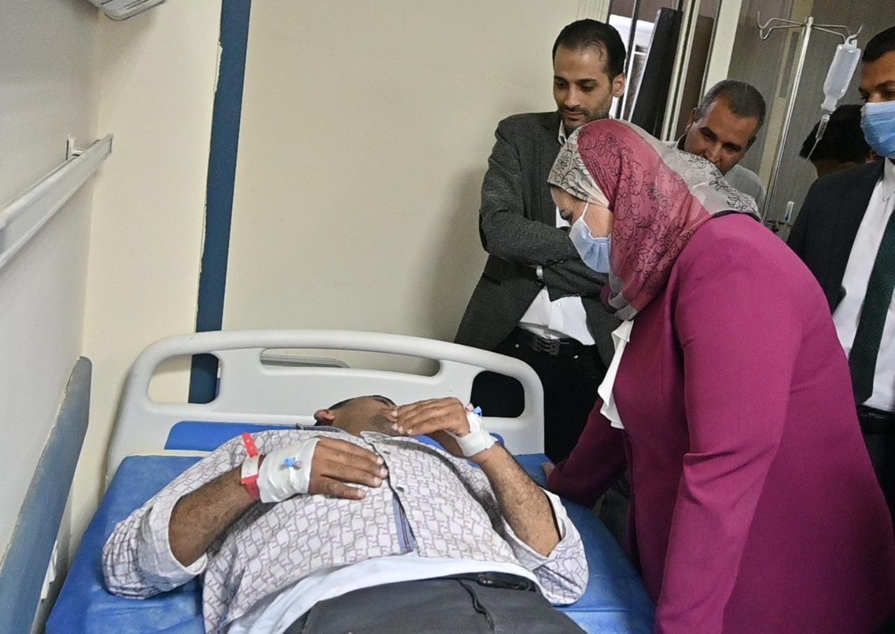 وزيرة التضامن تزور مصابى حادث قطار بنها  (2)