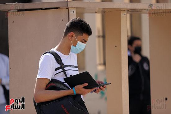طلاب الثانوية العامة يؤدون الامتحان التجريبي (8)
