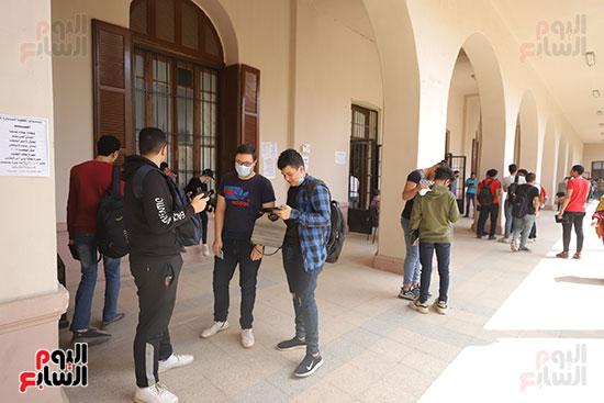 طلاب الثانوية العامة يؤدون الامتحان التجريبي (21)