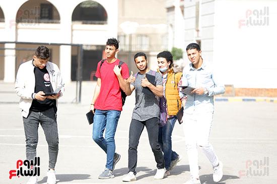 طلاب الثانوية العامة يؤدون الامتحان التجريبي (7)