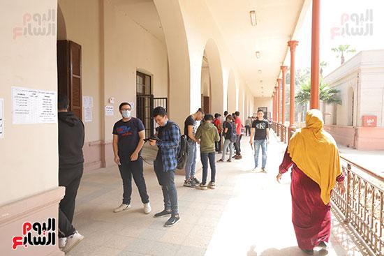 طلاب الثانوية العامة يؤدون الامتحان التجريبي (20)