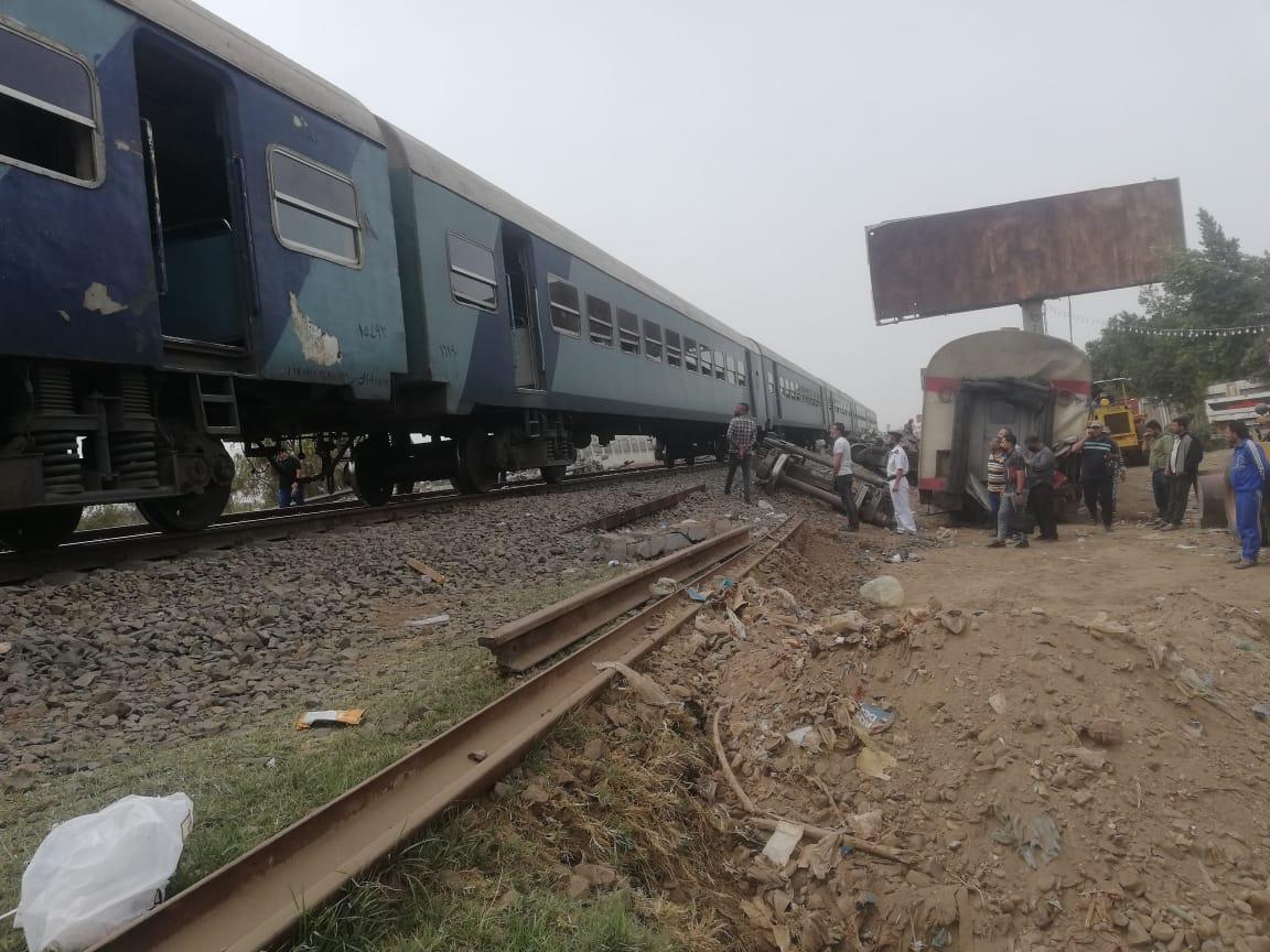 عبور قطار اتجاه القاهرة من بنها