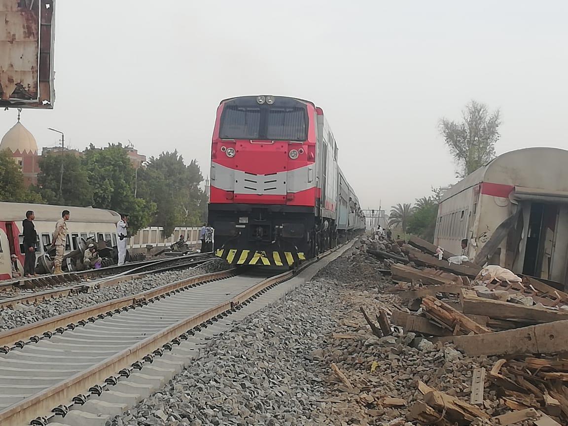 عبور أول قطار بموقع حادث قطار طوخ