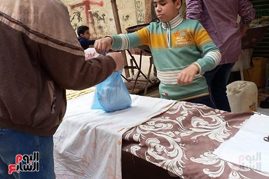 اقبال-مواطنى-الاسكندرية-على-شراء-الكنافة-اليدوى