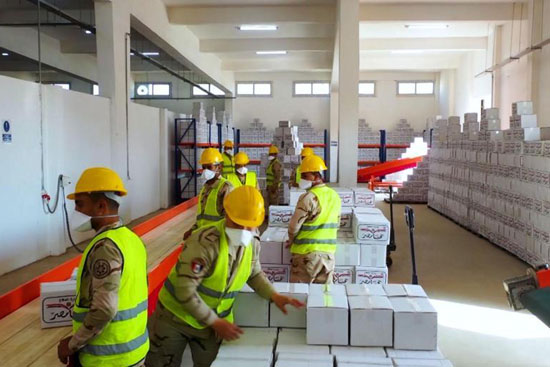 القوات المسلحة توزع آلاف الحصص الغذائية المجانية بمناسبة حلول شهر رمضان المعظم (3)