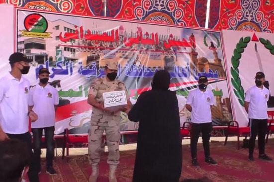 القوات المسلحة توزع آلاف الحصص الغذائية المجانية بمناسبة حلول شهر رمضان المعظم (2)