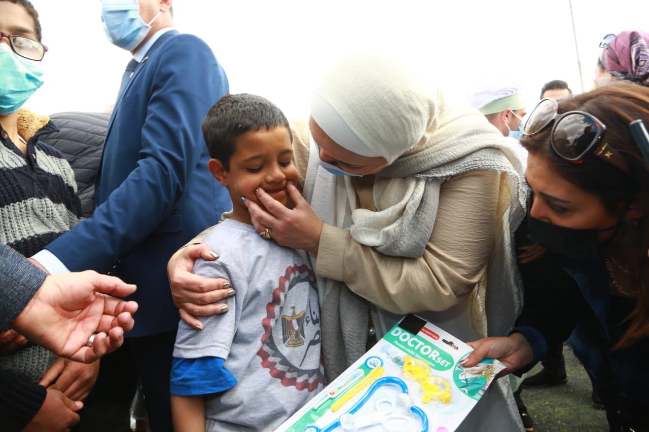 وزيرة التضامن توزع جوائز على الأطفال الفائزين في المسابقات الرياضية احتفالا بيوم اليتيم