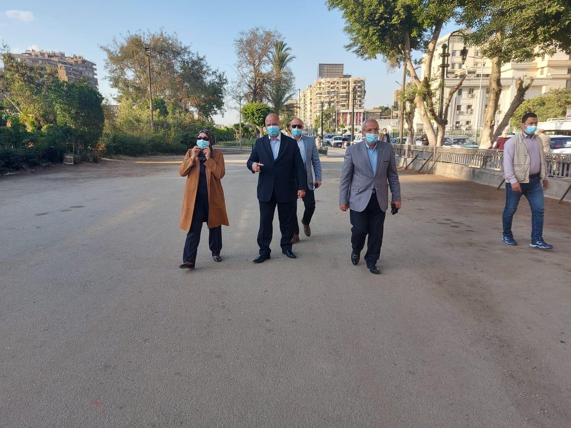 محافظ القاهرة بمسار نقل المومياوات