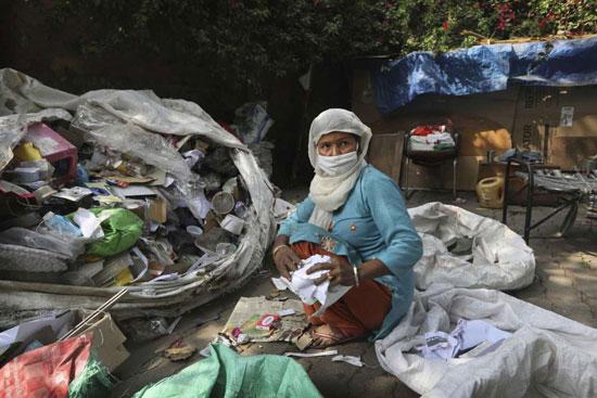 ضاعف الوباء من المخاطر التي يواجهها هؤلاء العمال غير الرسميين