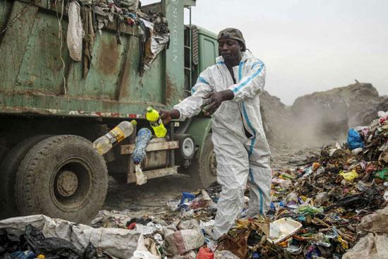 إسحاق كيفاي يبحث عن المواد القابلة لإعادة التدوير