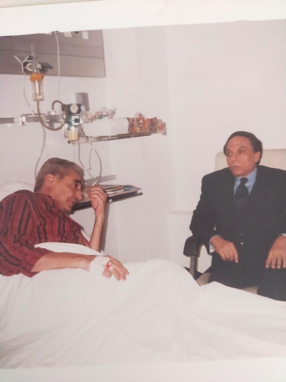 الزعيم عادل امام اثناء زيارته للخال عام 1998