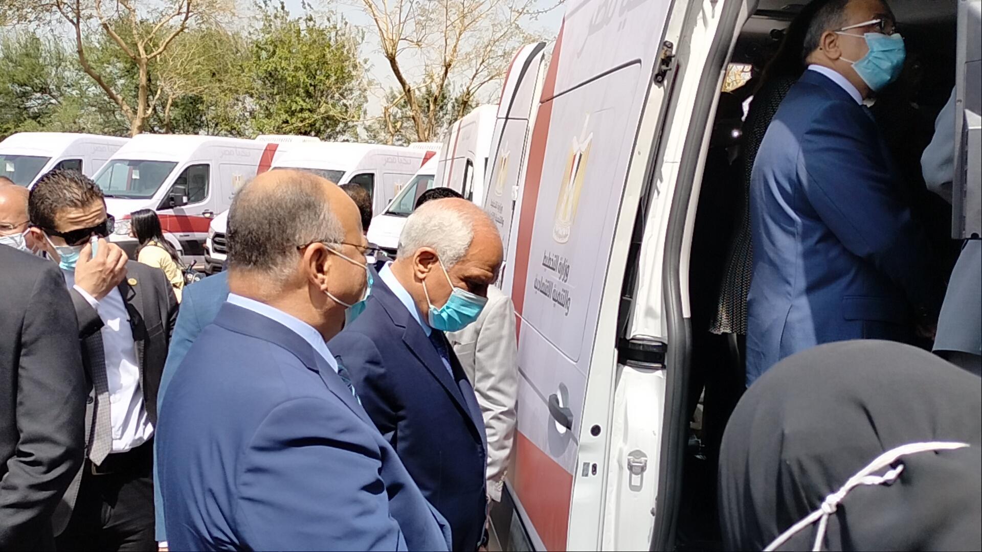 أول ١٠ سيارات مجهزة للعمل كمراكز تكنولوجية متنقلة لتقديم خدمات الأحياء للمواطنين