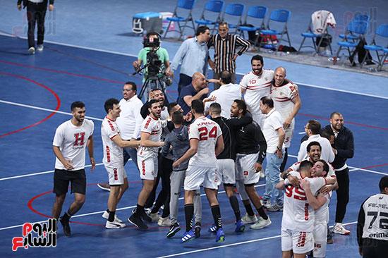 احتفال لاعبو الزمالك بالفوز علي الاهلي